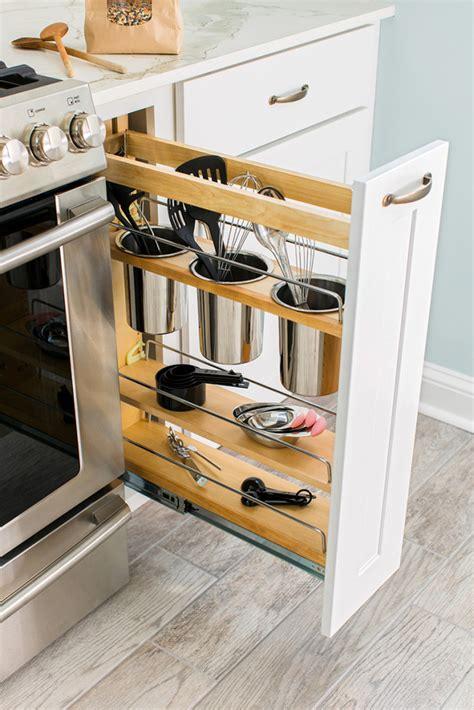 Cajones y estanterías extraíbles para una cocina funcional