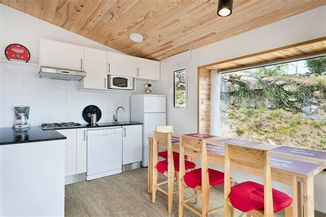 Camas, sillas y mesas para decorar y amueblar Campings y ...