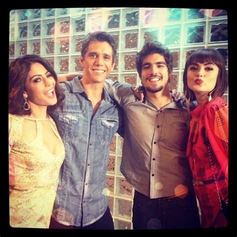 Carol Castro posa com Casadevall, Márcio Garcia e Caio ...