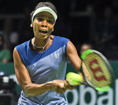 Caroline Wozniacki defeats Venus Williams in straight sets ...
