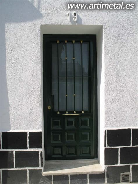 Casa en constructor: Instalacion de puertas de entrada ...