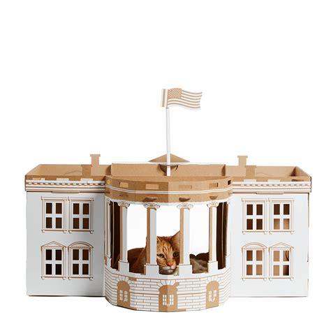 Casas para gatos inspiradas em monumentos arquitetônicos