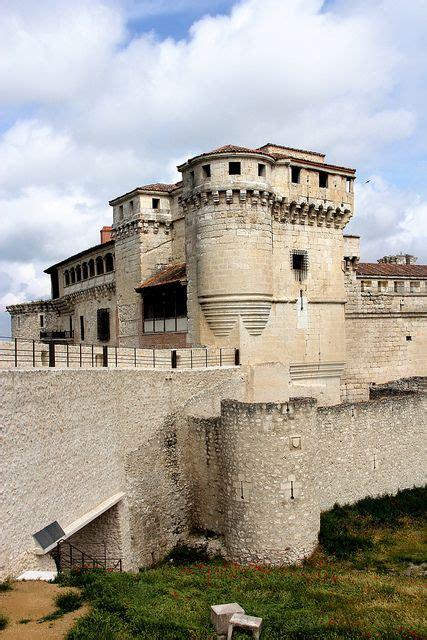 Castillo de los Duques de Alburquerque, Cuéllar | Castles ...