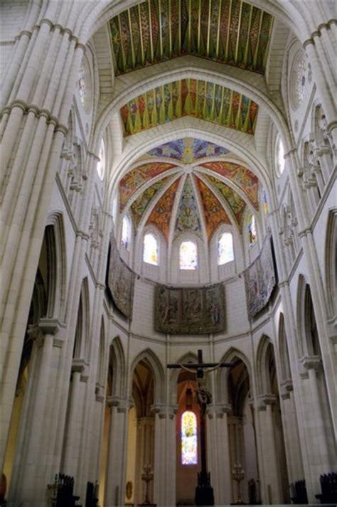 Catedral de Santa Maria de Almudena en Madrid España