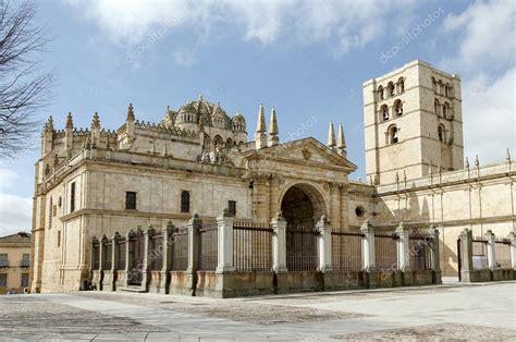 Cattedrale di Zamora, Spagna — Foto Stock © KarSol #111321164