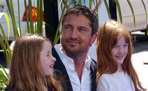 Cele bitchy   Gerard Butler saved a child from drowning