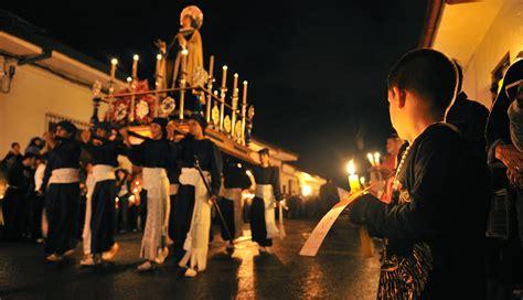 Celebración de la Semana Santa - Tradiciones y fe