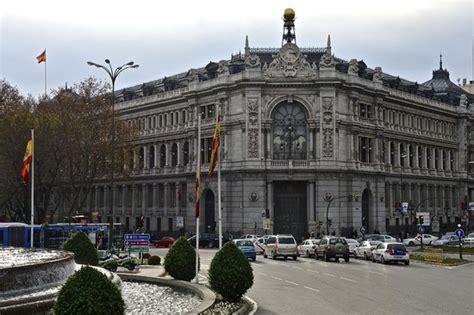 Central Bank of Spain at the corner of Plaza de la Cibeles ...