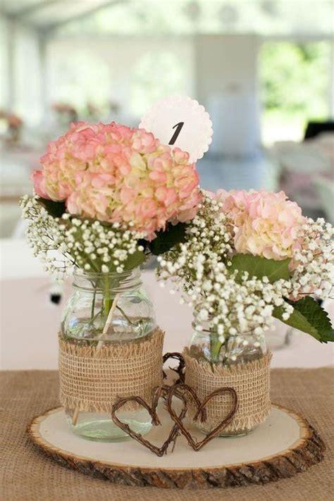 Centros de mesa con tarros de cristal para bodas