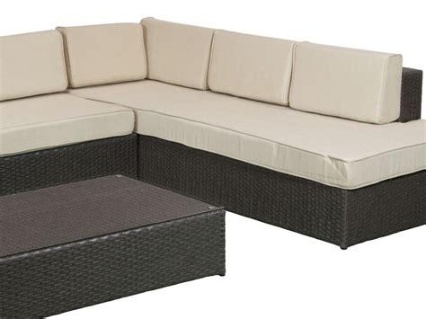 Chaise longue con mesa de rattan para terraza y jardín