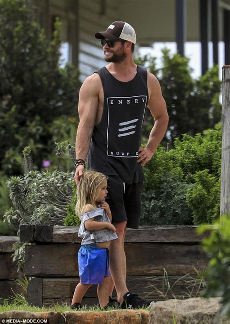 Chris Hemsworth dotes on his children in Byron Bay | Daily ...