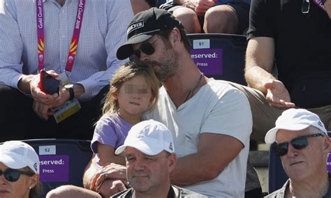 Chris Hemsworth y su hija, día de deporte