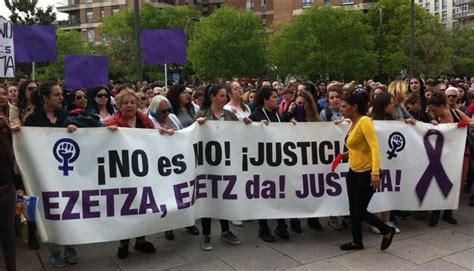 Cientos de personas vuelven a manifestarse en Pamplona ...