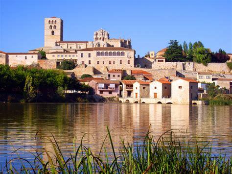 Ciudades en Zamora Provincia   La Casa de las Lilas