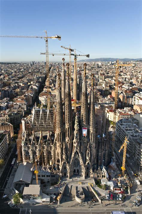 Clássicos da Arquitetura: La Sagrada Familia / Antoni ...