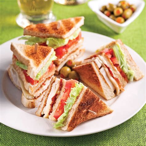 Club sandwich au poulet et prosciutto - Soupers de semaine ...