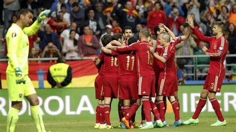 Colau pedirá acoger un partido de la selección española de ...