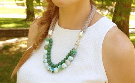 collar de piedras semipreciosas verde con cordon trenzado