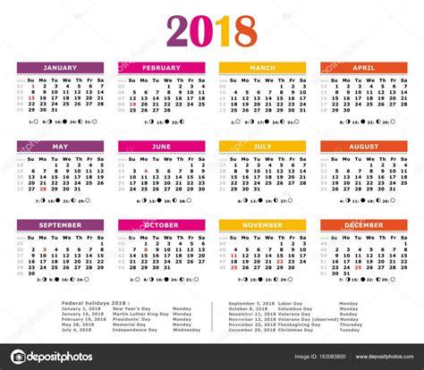Colorido calendario del año 2018. Colores americano. Días ...