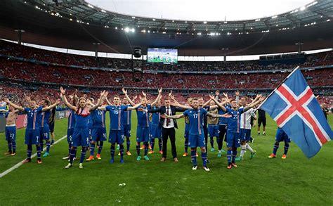 Com 3% da população do país no estádio, Islândia faz ...