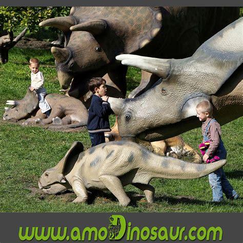 Combate de dinosaurios figuras de dinosaurios tamaño real