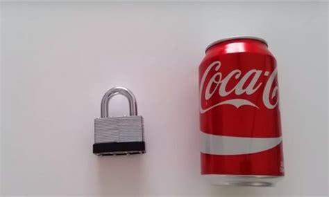Cómo abrir una cerradura utilizando una lata de coca cola