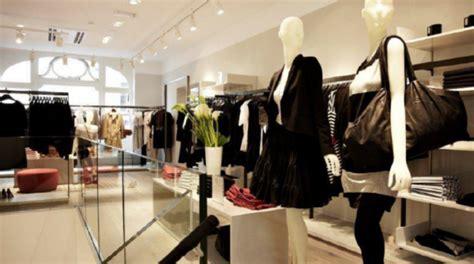 Cómo abrir una tienda de ropa exitosa (8 pasos)