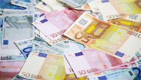 ¿Cómo convertir dólares en euros? Te explicamos que debes ...