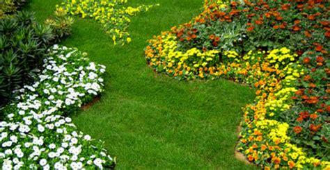 Como decorar tu jardín IV: Las plantas, muebles y ...