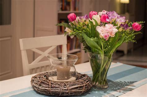 Cómo decorar una mesa con flores naturales