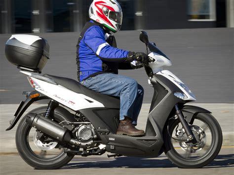 Cómo elegir mi primer scooter: 11 puntos clave a tener en ...