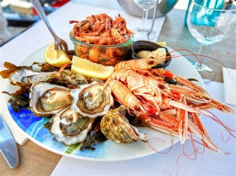 cómo evitar riesgos al comer pescados y mariscos ...