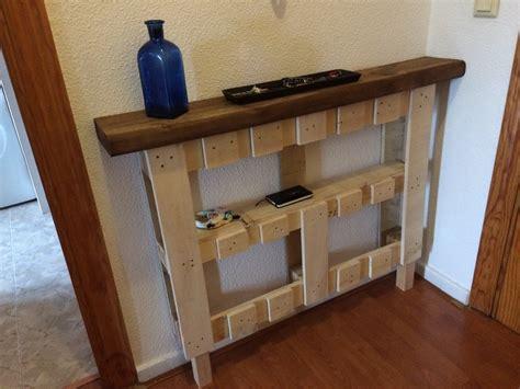 Cómo hacer un mueble de entrada con un Palet y una traviesa