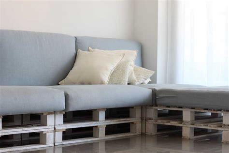 Cómo hacer un sofá con palets - Bloom Marketing