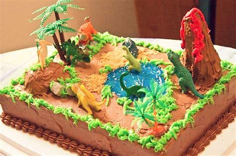 Como Hacer una Fiesta de Dinosaurios para Niños