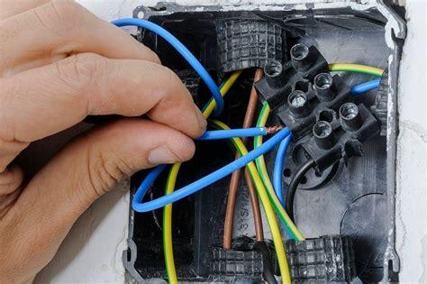 ¿Cómo hacer una instalación eléctrica en una casa?   Leroy ...