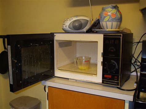 ¿Cómo limpiar el microondas?
