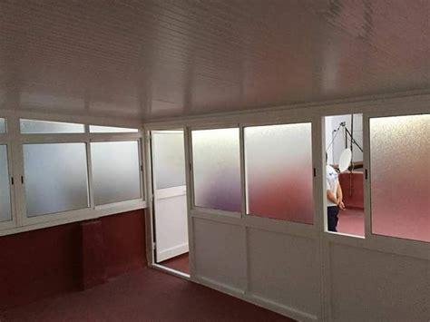Cómo poner cortinas en un cerramiento de terraza - Leroy ...