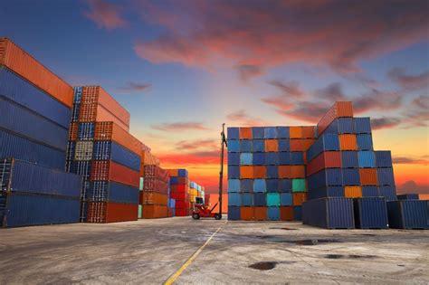 ¿Cómo se calcula la carga de contenedores?