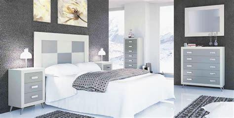Cómoda clásica para habitaciones de matrimonio estilo vintage