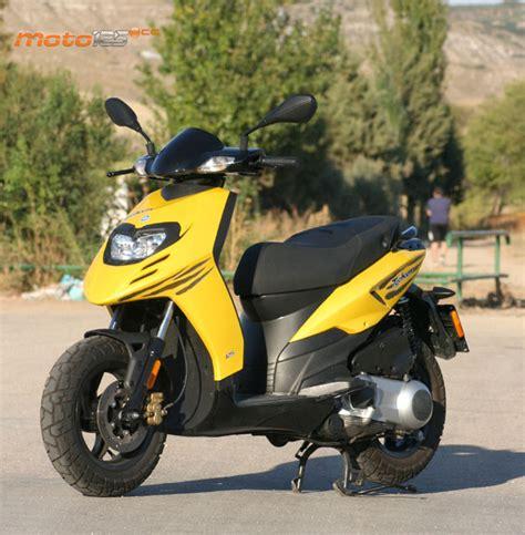 Comparativa - Scooters TT: Typhoon/BW's Rockstar - Moto 125 cc