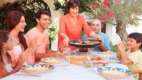 Con una familia española   Escuela de Español Carlos V