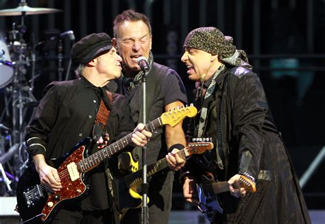 Concert review: Bruce Springsteen takes fans to 'The River ...