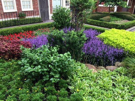 Consejos para diseñar y decorar jardines pequeños. Plantas ...