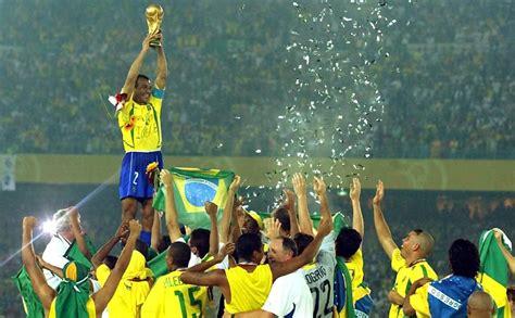 Contando a história: O Brasil e o Mundo em 2002: Um ano ...