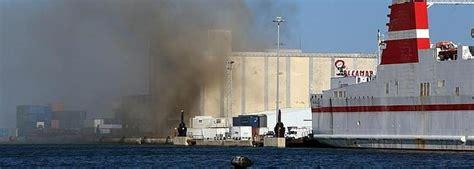 Controlado el incendio de la nave Pleamar del puerto de ...