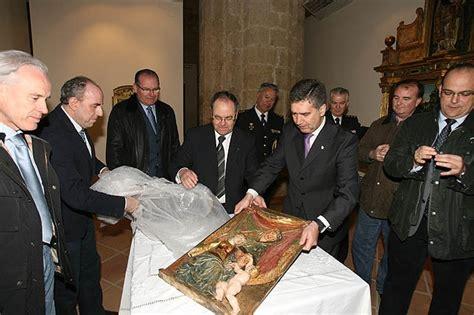 Cosidó entrega la talla del Siglo XVI sustraída en 1991 en ...