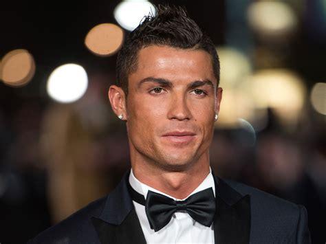 Cristiano Ronaldo Calls Out Dwyane Wade in #raiseit Challenge