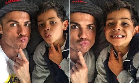 Cristiano Ronaldo saca su lado más divertido con su hijo ...