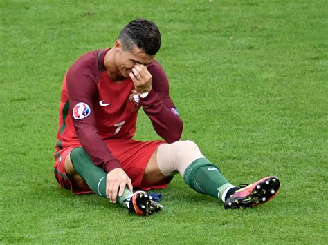 Cristiano Ronaldo starts crying as injury forces him off ...
